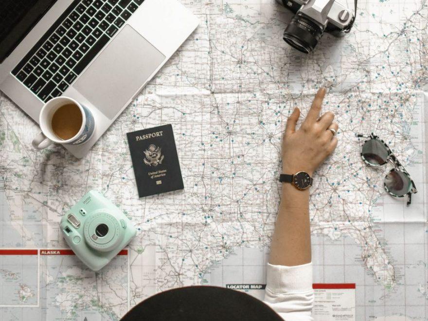 Att turista eller äventyra - att resa är att lära